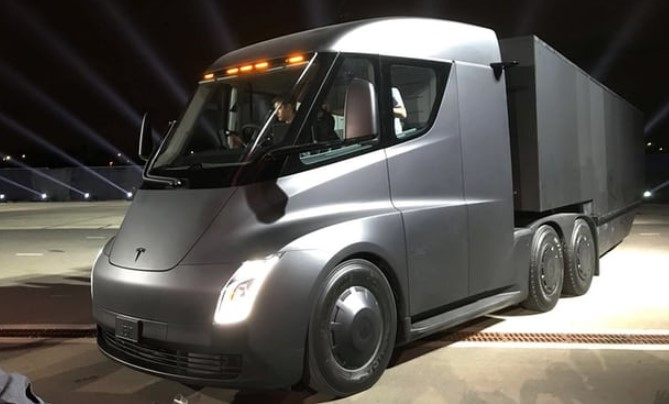 Tesla presented electric truck with self-driving gear